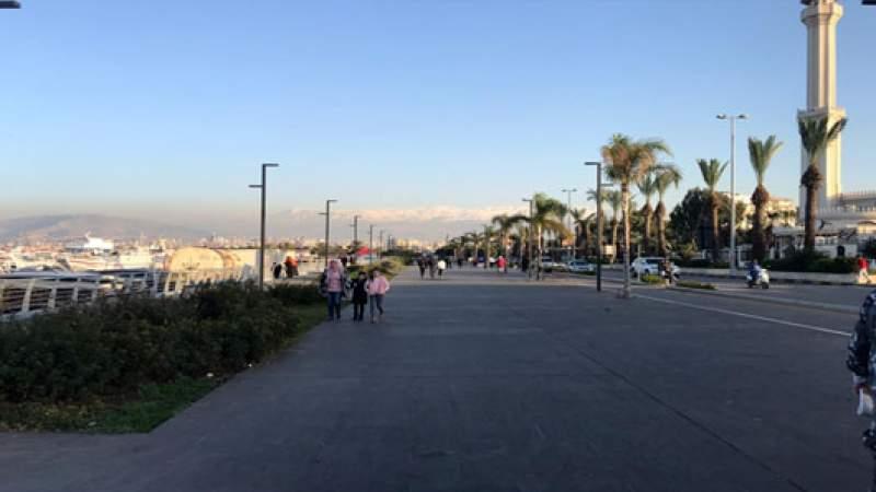 لمخالفتهم قرار التعبئة العامة .. القوة الأمنية  تخلي كورنيش الميناء من المواطنين