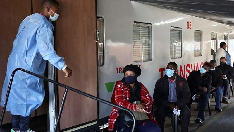 جنوب إفريقيا تسيّر قطاراً مستشفى لتطعيم السكان ضد كورونا