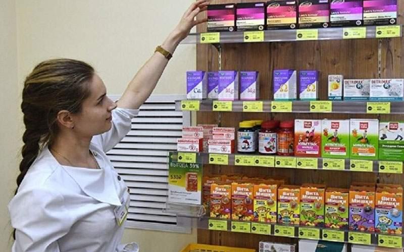 طبيب يحدد الفيتامينات التي يجب تناولها خلال وبعد