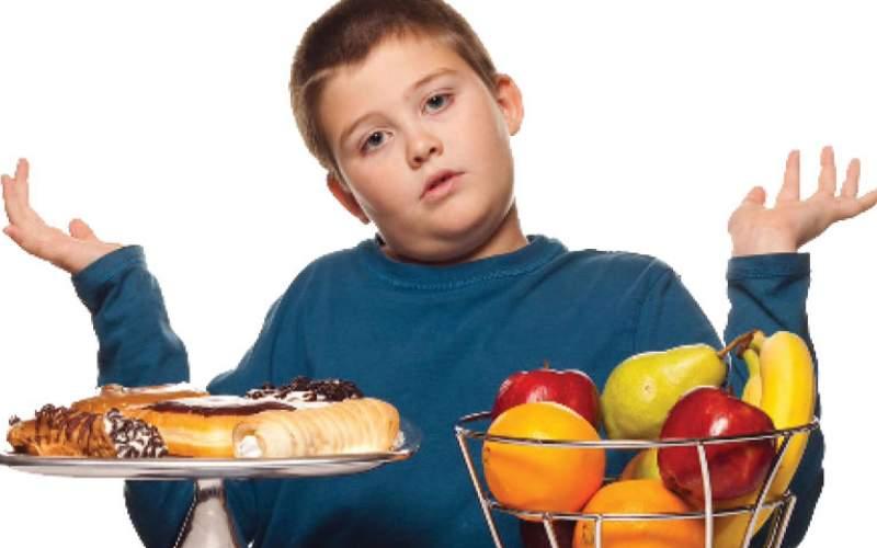 كيف تساعد طفلك على خسارة الوزن الذي اكتسبه بسبب كورونا؟