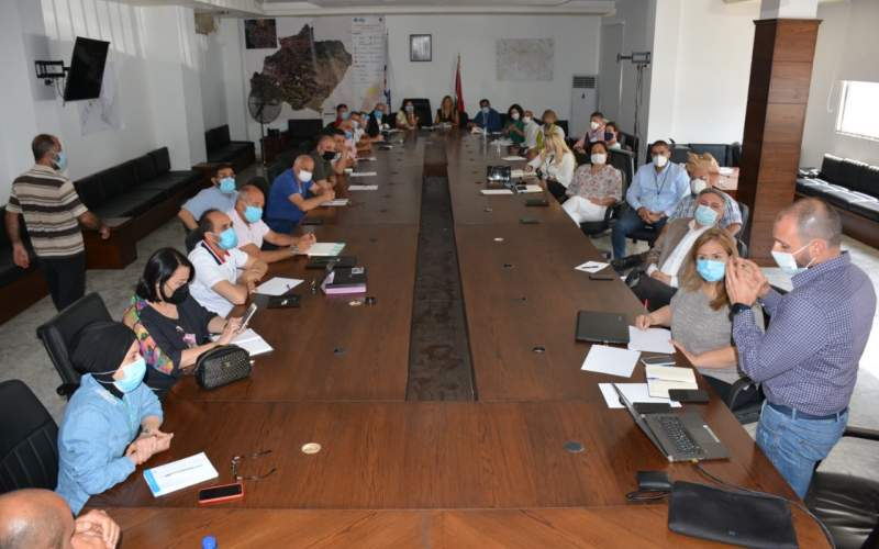 إجتماع في غرفة عمليات إدارة الكوارث في الشمال لمتابعة تجهيز وإدارة مركزي العزل الصحي